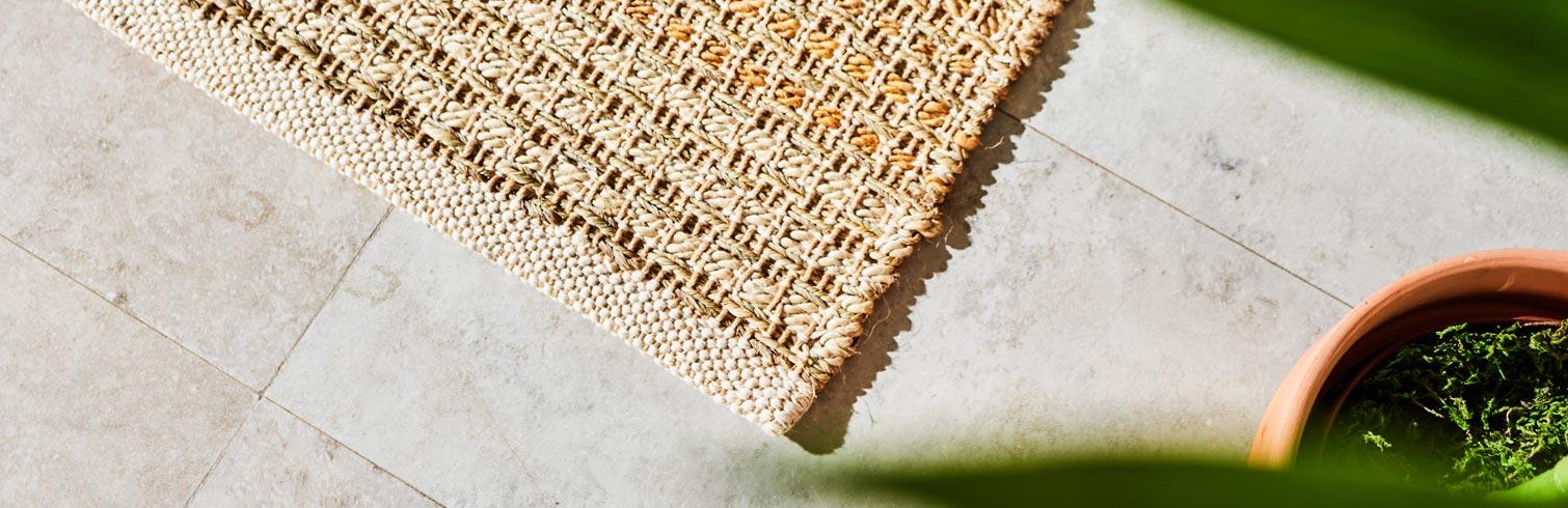 Saca tus alfombras a la terraza y al jardín