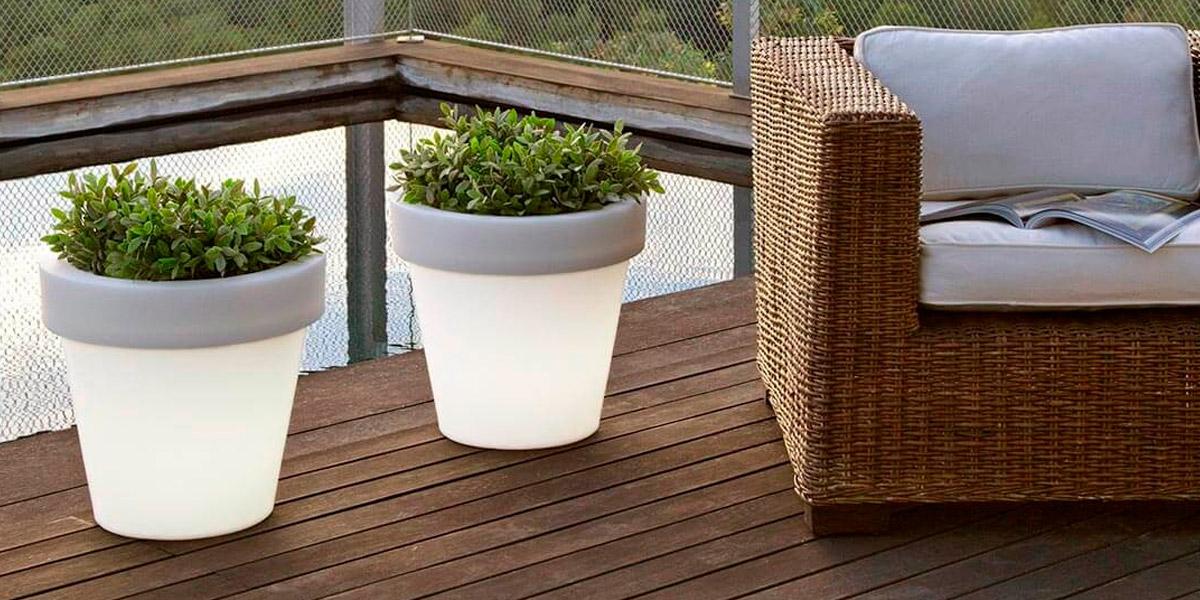 Maceteros con luz, prepara tus exteriores para el buen tiempo